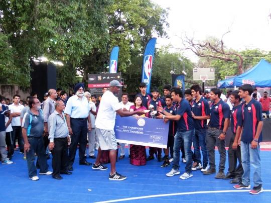Horace Grant Felicitates Delhi Juniors