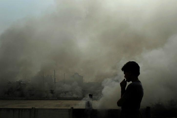It is Living In A Gas Chamber Says Delhi High Court On Pollution