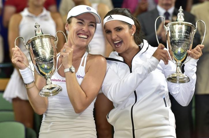 Sania and Hingis with Wimbledon trophy