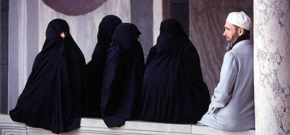 what religion allows multiple wives