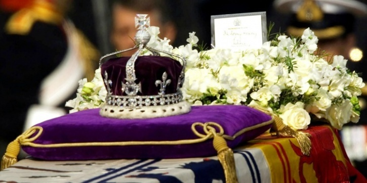 The Crown that holds the Kohinoor
