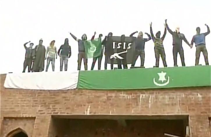 Separatists Raises ISIS, Pakistan Flags in Kashmir