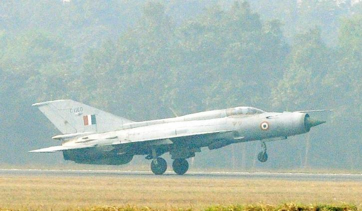 How The Indian Air Force Fighters Scared Pakistani Planes Away