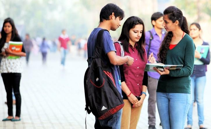 INDIA COUPLE COLLEGE GIRLS BOYS