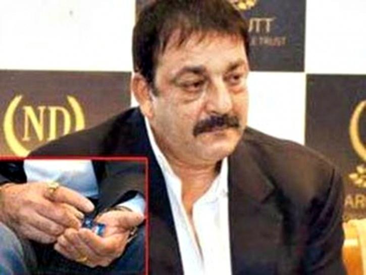 sanjay dutt-tobacco
