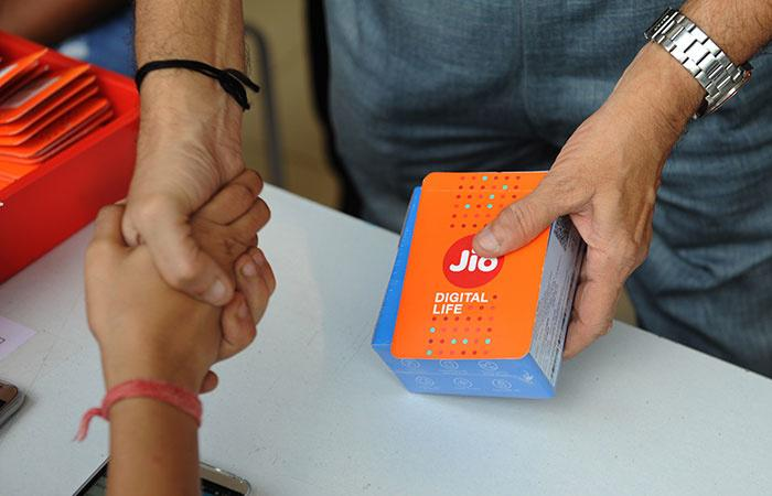 Reliance Jio May Soon Launch A Rs 1,000 4G Feature Phone