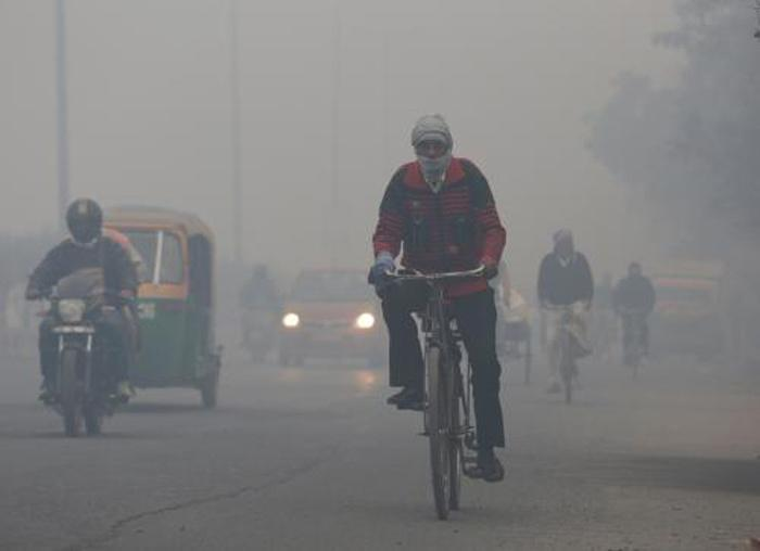 Beware! Delhi Sees 70 Percent Rise in Pollution-Related Ailments As Smog Continues To Blanket City, Children And Elderly Shouldn't Venture Early Morning, At Dusk