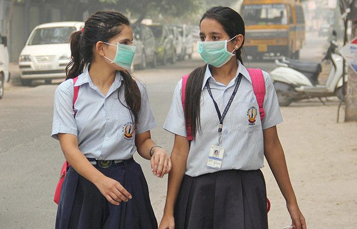Girls with Pollution Mask
