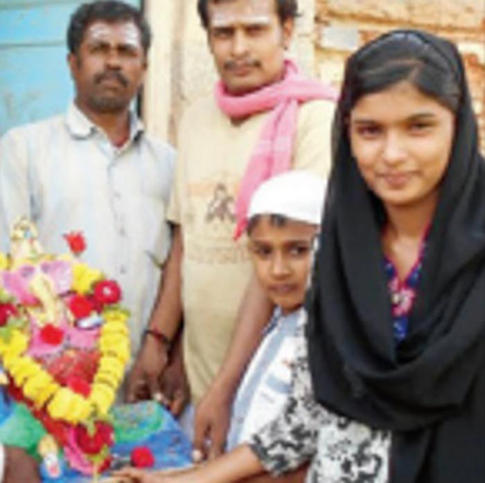 To Mark Ganesha Chathurthi, This 16-Year-Old Muslim Girl