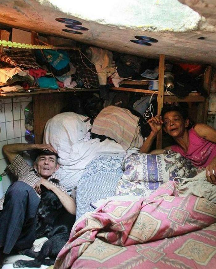 Colombian couple living in sewer