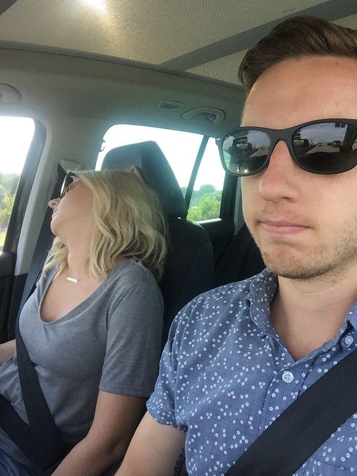 Wife_HusbandTakesSelfiesOfHisWifeSleepingDuringEveryRoadTrip,HilarityEnsues