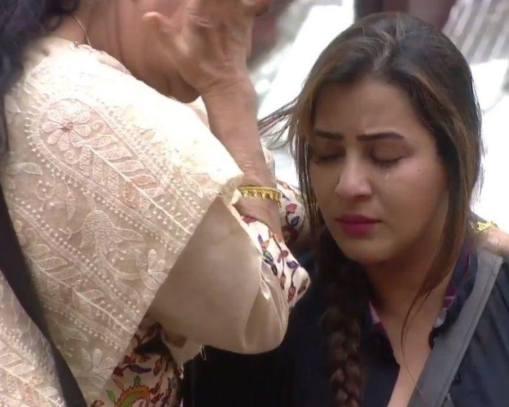 Shilpa Shinde with her mother in Bigg Boss 11