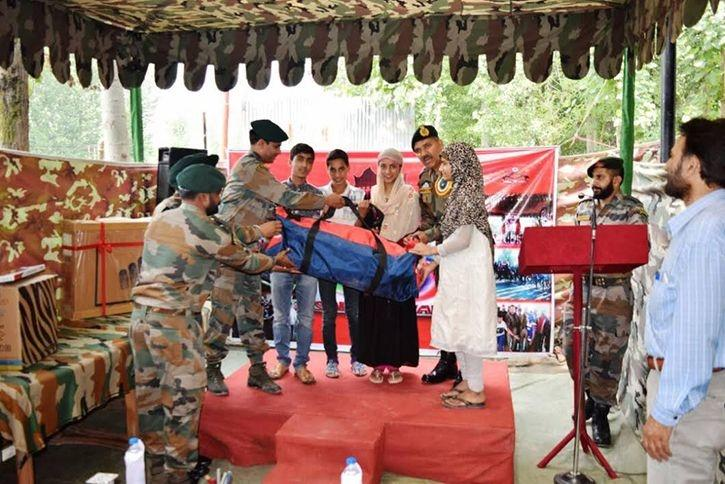 On The Festival Of Eid, Indian Army Distributed Gifts At