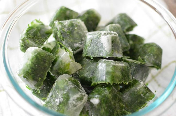 preserve the vitamins in herbs by putting them in ice