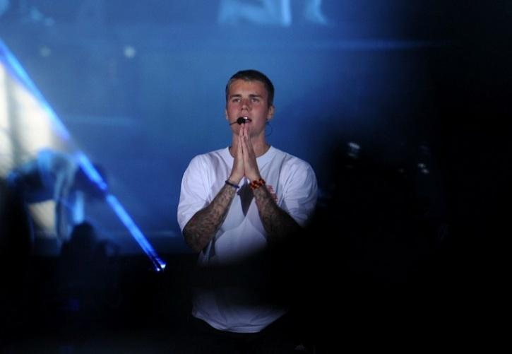 Justin Bieber Does It Again, Forgets Lyrics Of His Spanish Song