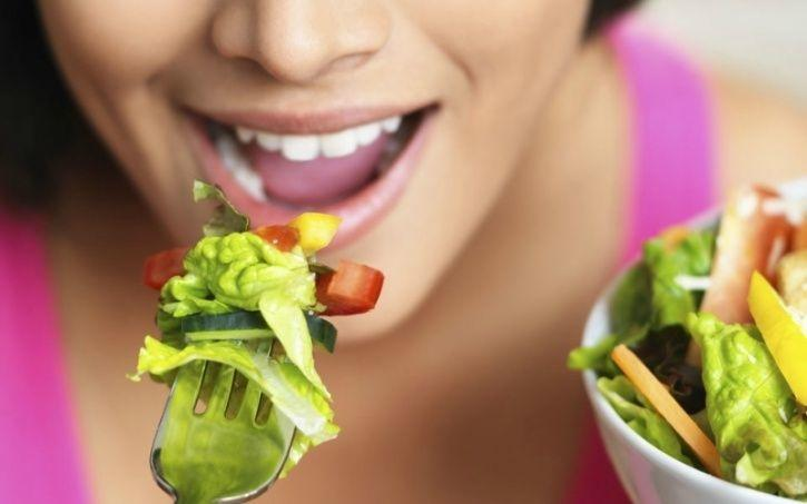 Slow down on the chewing Considering the fact that your brain receives the message that your stomach is full 20-minutes after it really is, it pays dividend to slow down while chewing. Research reveals that chewing slowly helps ease the digestion of food, eat less and retain more energy from what you eat.