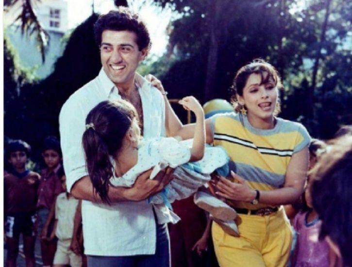 bollywood-ke-kisse-when-dimple-kapadias-daughters-called-chote-papa-to-sunny-deol-untold-love-story