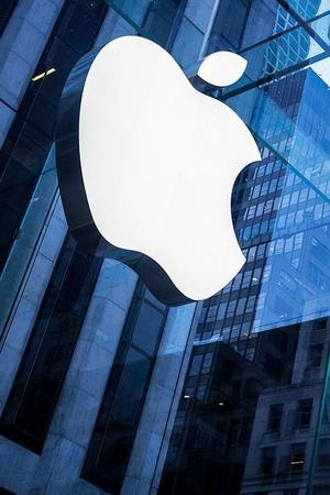amsterdam apple store evacuated after ipad bursts into flame