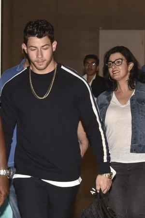 As Nick Jonas Family Arrive In India For Engagement Bash Priyanka Chopras Bungalow Is Being Lit