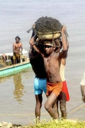 Drowning In Sand Miners Are Risking Grave Injuries And Lives For A Few Rs 100 More