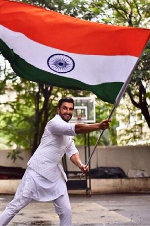 From Ranveer Singh To Farhan Akhtar Bollywood Celebrities Wish Fans A Happy Independence Day