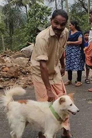 India Dog Kerala Family People Floods Landslides Suffering