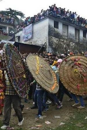 India Uttrakhand Celebration Stone Pelting Fruits Flowers People Indian Festival