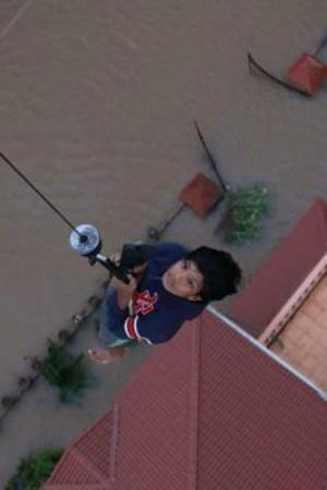 Kerala Floods Death Toll Crosses 400 Nirav Modi In UK More Top News