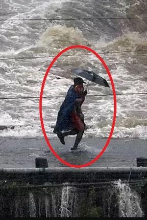 NDRF Man Rescues Child