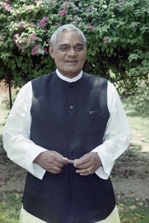 Pakistan Dailies Laud Vajpayees Contribution To Peace Process
