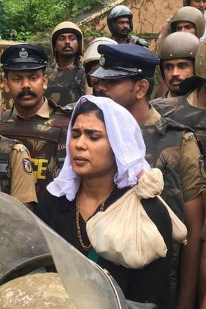 As 30 Women Try To Enter Sabarimala Transgenders Stopped By Poilce Told No Clarity On Issue