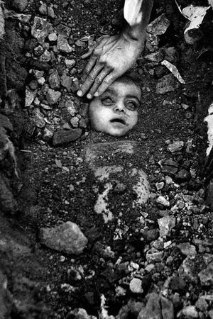 Bhopal gas tragedy Raghu Rai Union Carbide India memorial hospital greenpeace international cor