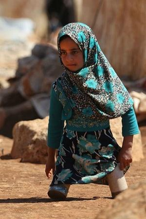 EightYearOld Syrian Girl Who Wore Tin Cans Plastic Tubes For Legs Now Walks On Prosthetics