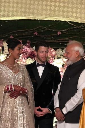 PM Narendra Modi Gifted PCNick Exactly What He Gifted ViratAnushka Two Beautiful Red Roses
