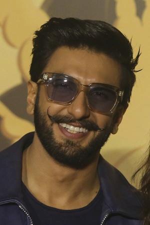 Ranveer Singh To Play Dara Shikoh Vicky Kaushal Will Portray Aurangzeb In Karan Johars Takht
