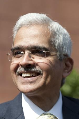 Shaktikanta Das Qualification