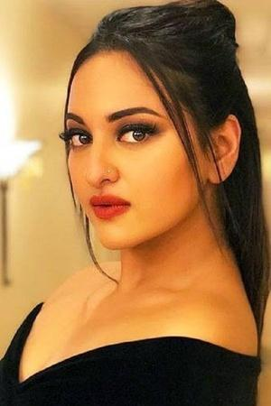 Sonakshi Sinha Receives Iron Piece Instead Of Headphones People Applaud Amazon For Being Impartial