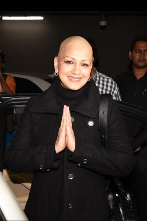 Sonali Bendre Returns To India With A Glittering Smile Says Battle With Cancer Is Not Yet Over