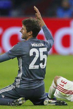 Thomas Muller got a red card