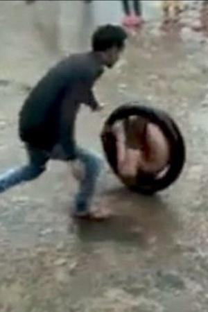 India Boy Kids People Play Games Road Tyre Innovation Creativity