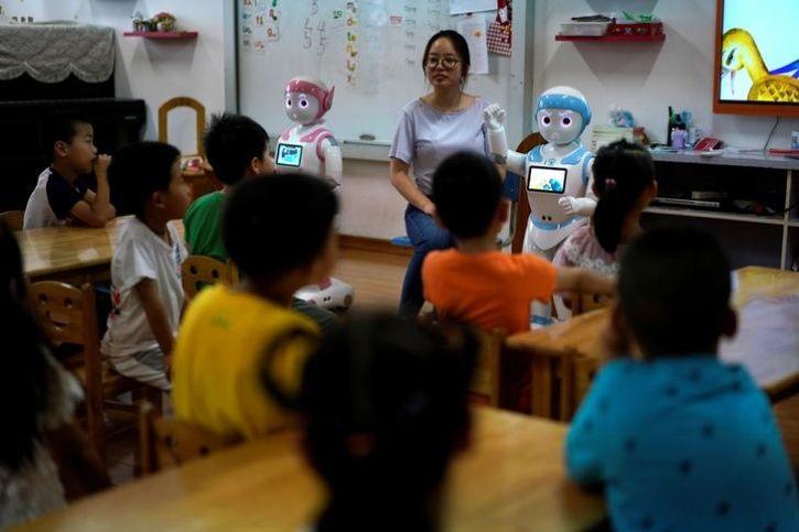 Ipal Social Robots5