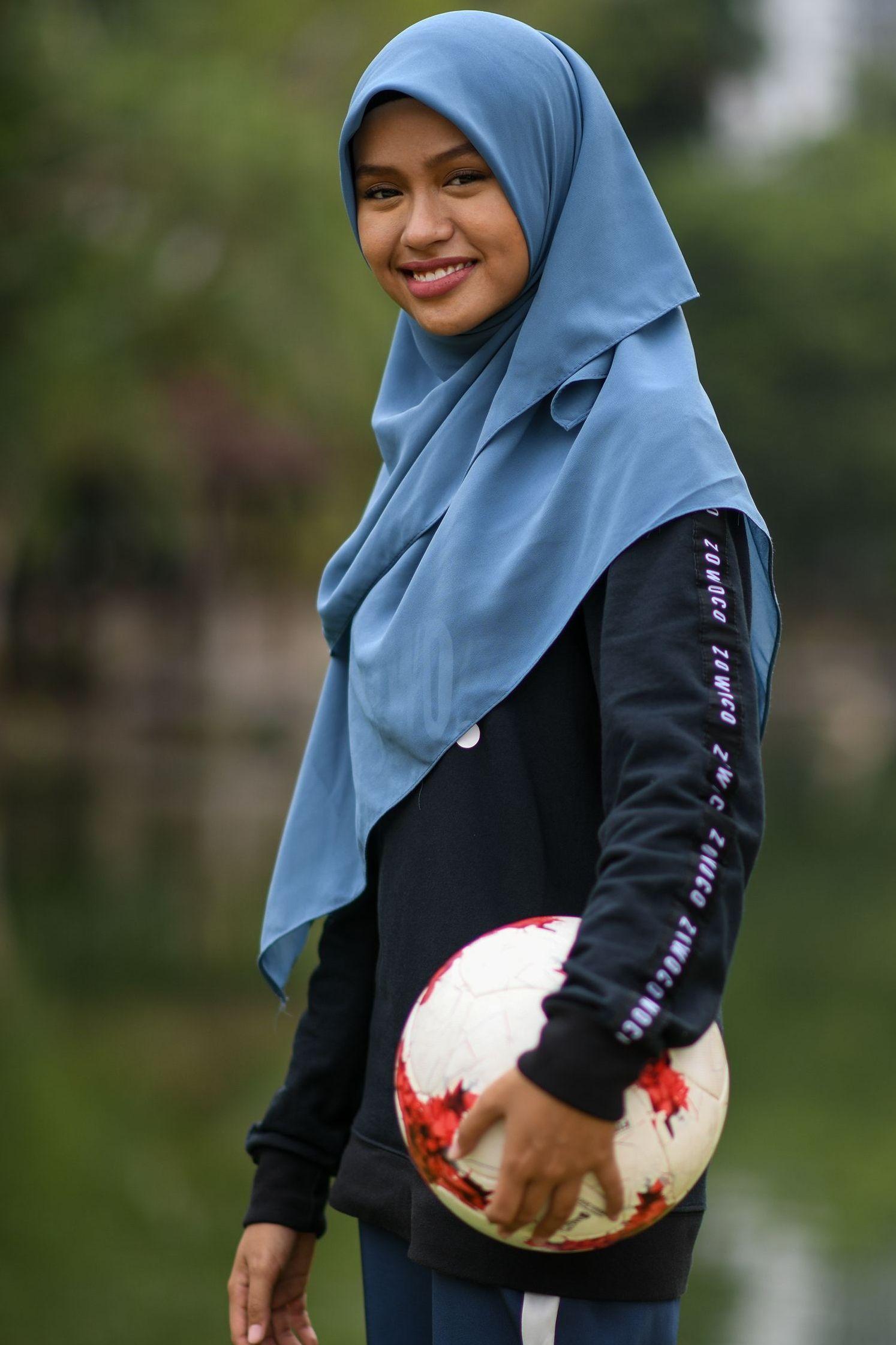 Of hijab pics girls wearing Young girls
