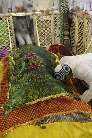 Pakistan Poll Nominees Seek Blessings Of Desi Shrines