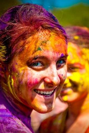11 Rules That Can Naturally Protect Your Skin And Hair From The Fun But Harsh Holi Colours