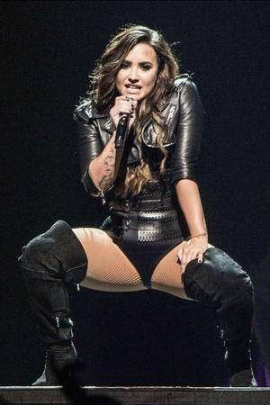 Demi Lovato Opens Up About Her Sexuality By Revealing Shes Sexually Fluid Heres What That Means