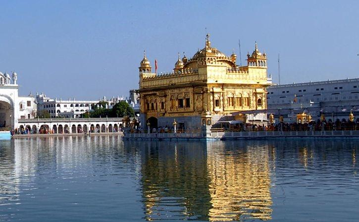 Golden Temple To Replace Plastic Carry Bags With Biodegradable Ones