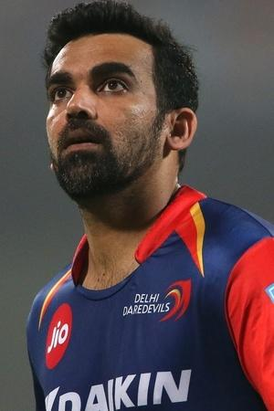 Zaheer Khan played in both 1st and 500th IPL Match