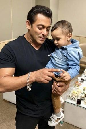 A picture of Salman Khan playing with Irfan Khans son Imran