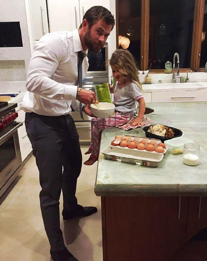 Chris Hemsworth is the best daddy ever and this pictures of him making late night snacks for his kid