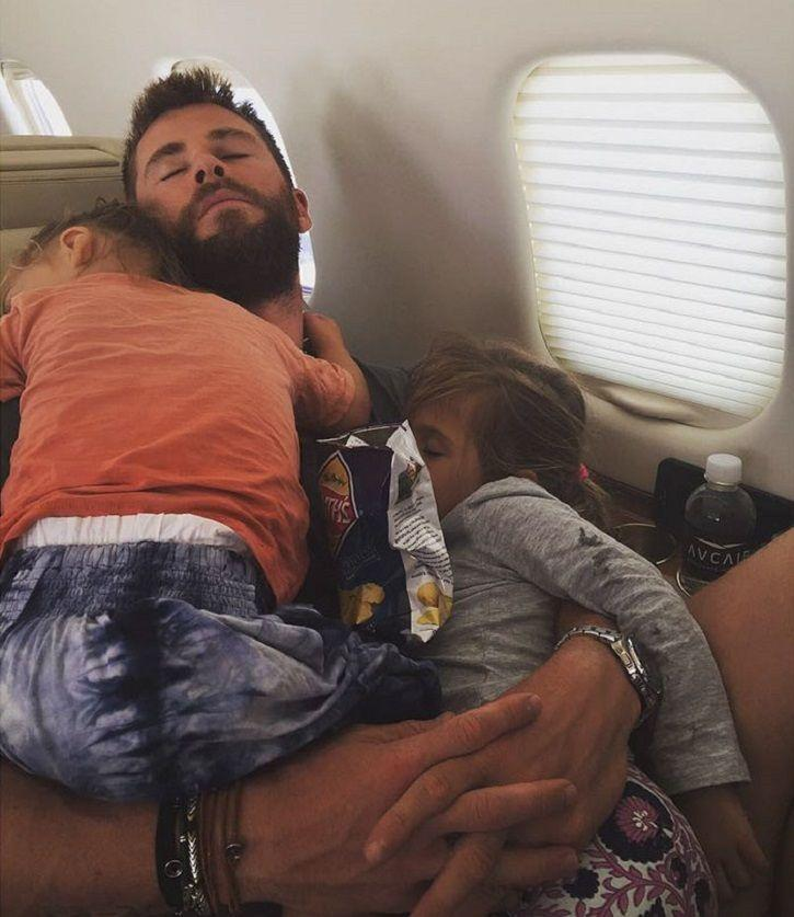 Chris Hemsworth is the best daddy ever and this pictures of his kids sleeping in his arms is proof.